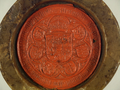 Pieczęć przy dokumencie, w którym Aleksander Jagiellończyk zezwala burmistrzowi i radzie miasta Poznania na sprowadzenie, ustanowienie cen i sprzedaż win greckich, włoskich i węgierskich. (02).png