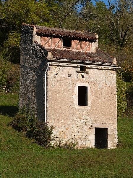 File:Pigeonnier à Villefranche-de-Rouergue.jpg