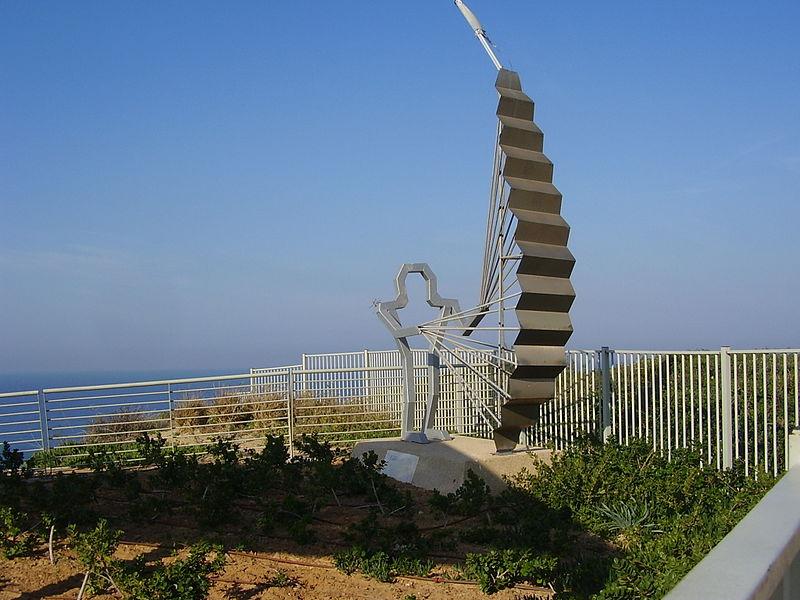 פסל של משתמש במצנח רחיפה