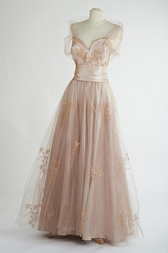 Sybil Connolly - Image: Pink Ice Gown by Sybil Connolly