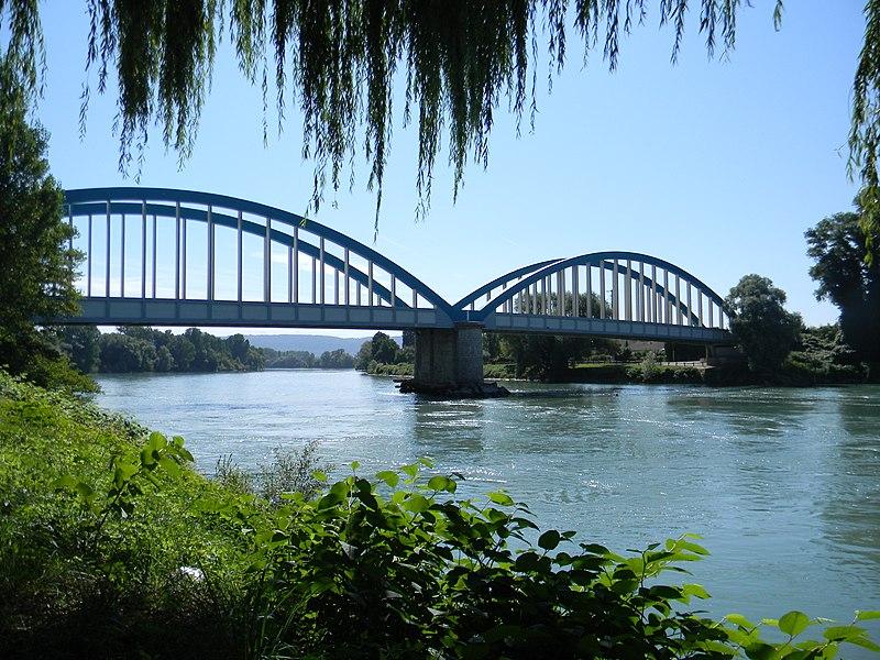 Pont de Loyettes, utilisé comme logotype de la commune.