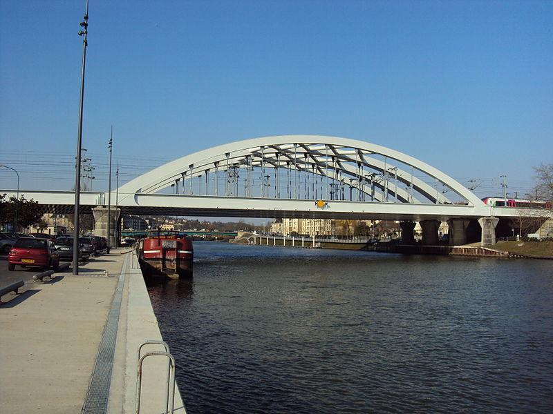 File:Pontoise - Avril 2013 - Pont SNCF et Oise.JPG