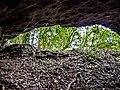 Porche de la grotte, vu de l'intérieur.jpg