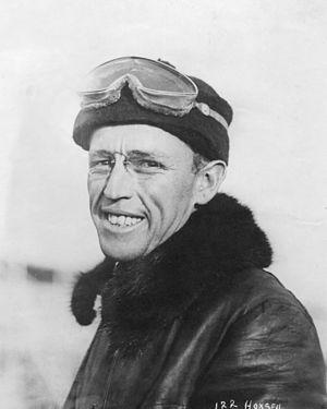 Archibald Hoxsey - Image: Portrait of pilot Arch Hoxsey at the Dominguez Air Meet, ca.1910 (CHS 43570)