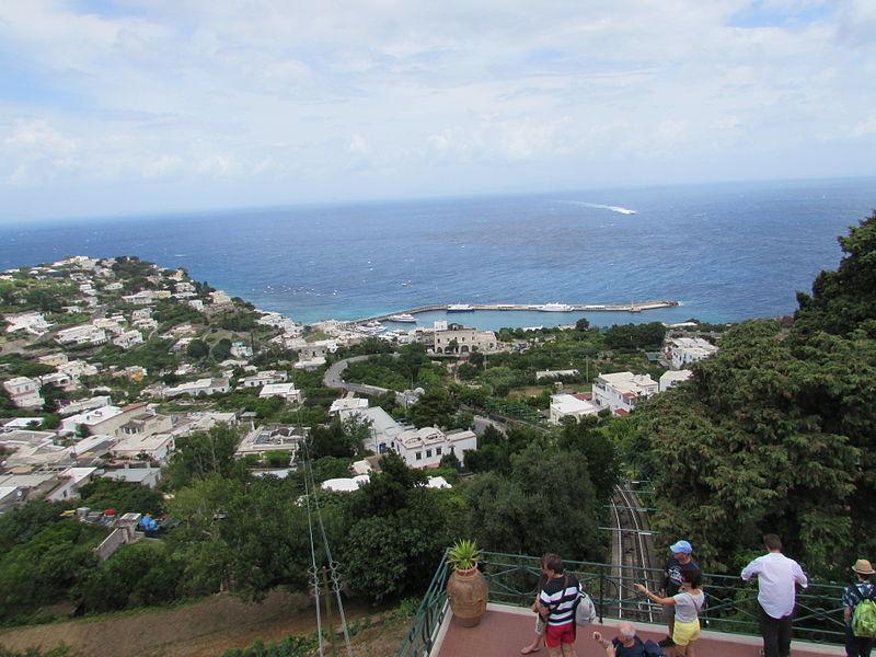 File:Portul Marina Grande vazut din Piazzetta din Capri4.jpg