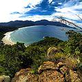 Praia do Aventureiro vista de cima.jpg