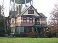Queen Anne house by the water tower in Hillsboro.jpg