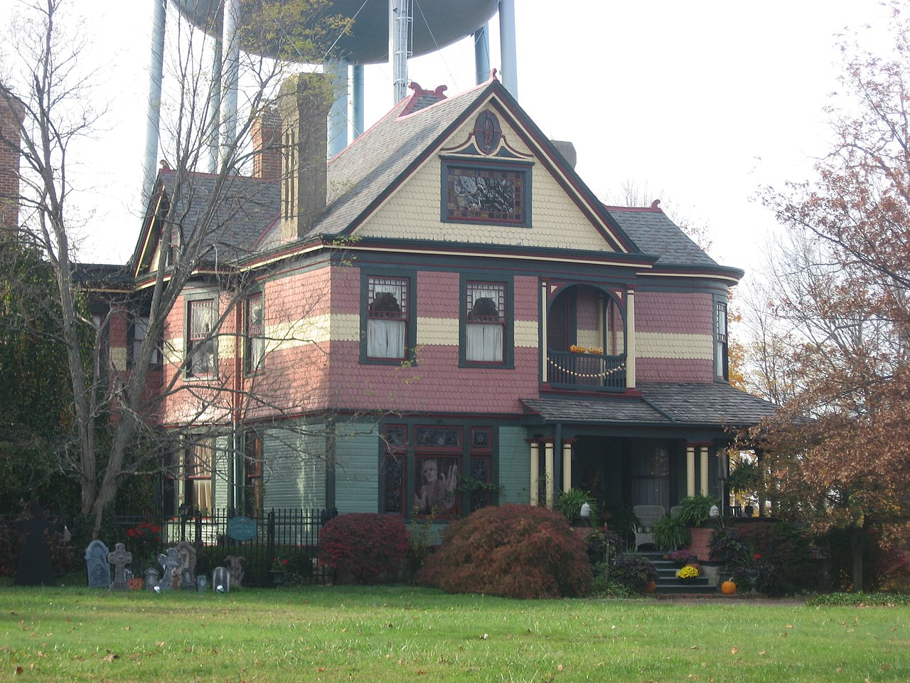 Water Tower Home Filequeen Anne House By The Water Tower In Hillsborojpg