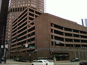 English: Parking garage at Qwest Tower, 1801 C...