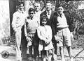 Raúl Scalabrini Ortiz con sus hijos.jpg