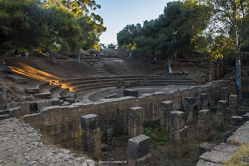 Restes du théâtre ruines romaines tipaza.jpg