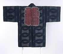 Reversible Fireman's Coat (hikeshibanten) with Interlocking Circles, Chinese Characters (kanji) and Ginkgo Leaves LACMA M.2000.78 (2 of 2).jpg