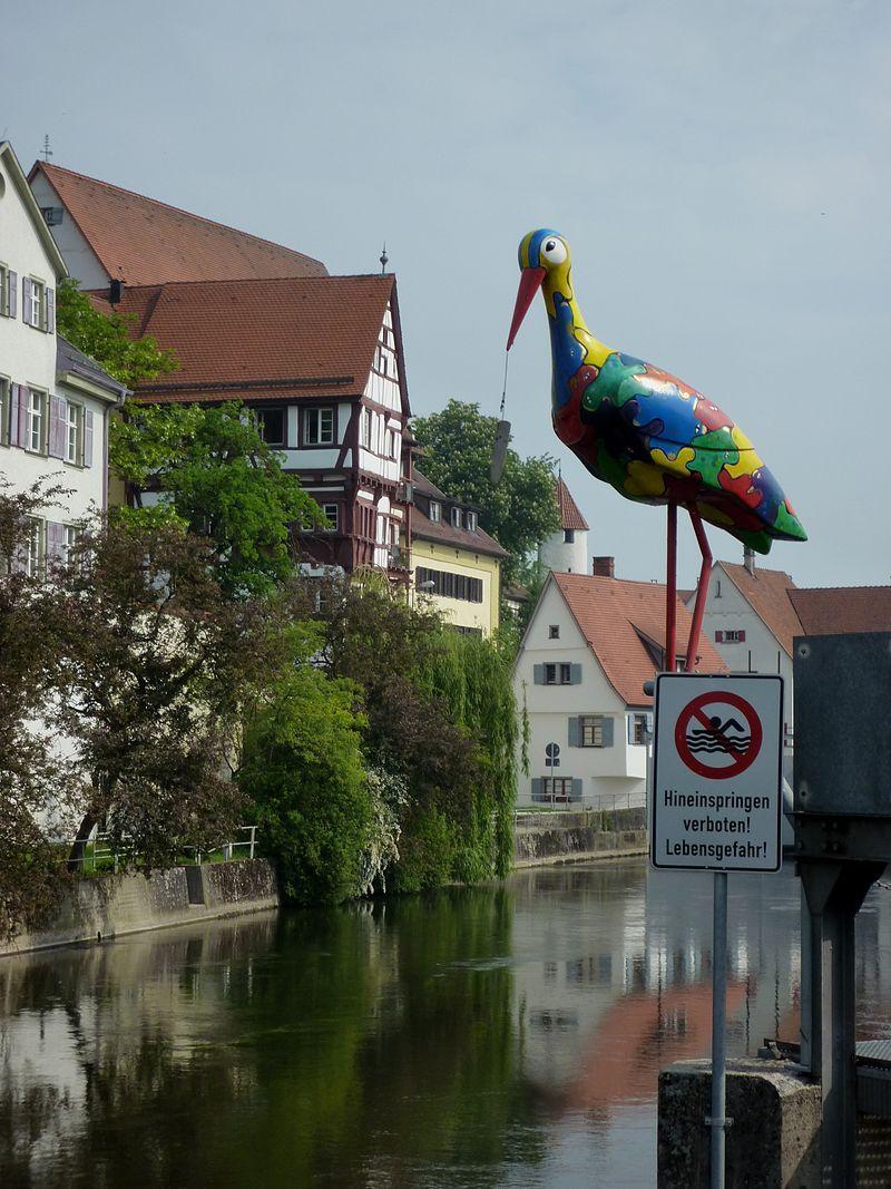 Riedlingen - Storch, das Wahrzeichen, bunt bemalt.jpg
