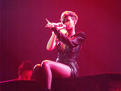 Rihanna Tour on Rihanna In Last Girl On Earth Tour 10 05 4 Jpg
