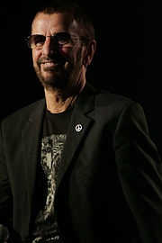 Ringo Starr and all his band (8470846224).jpg