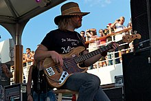 Robert Kearns of Lynyrd Skynyrd at Simpleman 2011 (2).jpg