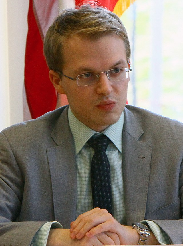 From commons.wikimedia.org: Ronan Farrow 2012 {MID-314719}