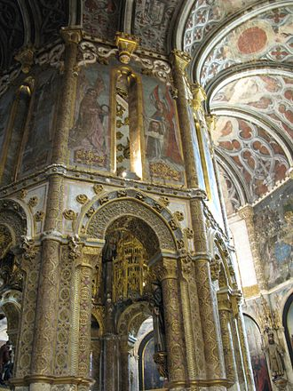 Convent of Christ (Tomar) - Interior of the Round church decorated with late Gothic painting and sculpture.