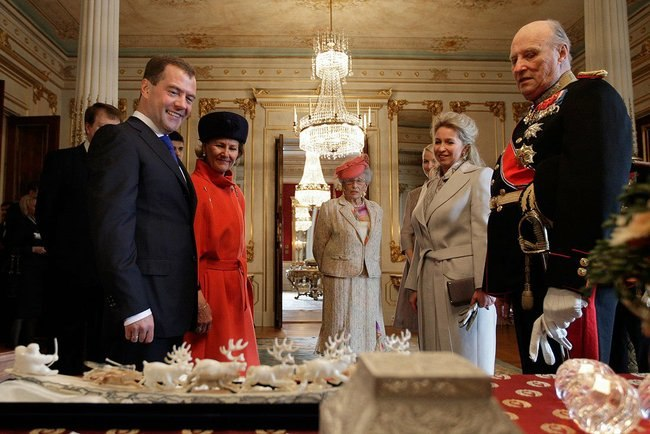 Russian President and King of Norway exchange gifts during State Visit big225595