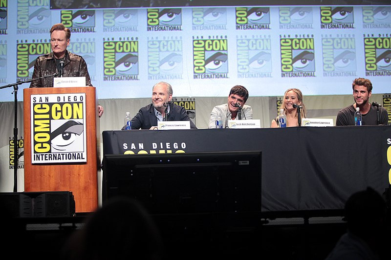 File:SDCC 2015 - Conan O'Brien, Francis Lawrence, Josh Hutcherson, Jennifer Lawrence & Liam Hemsworth (19035435903).jpg