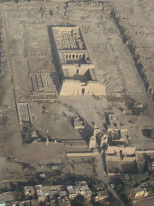 SFEC AEH -ThebesNecropolis-2010-RamsesIII045