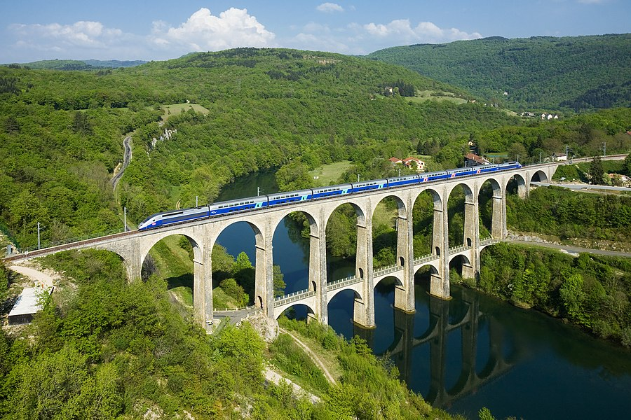 English:  A SNCF TGV Duplex trainset is crossing the Cize - Bolozon viaduct over the Ain river. The viaduct is part of the Haut-Bugey line, which was reopened in December 2010 for TGV services between Geneva and Paris.