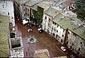 San Gimignano - Piazza della Cisterna (4249169514).jpg