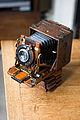 Sanderson quarter-plate camera, circa 1905.jpg