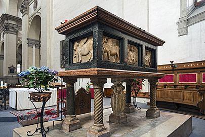 Santa Giustina (Padua) - Chapel of Saint Luke - Tomb of Luke the Evangelist (rear)