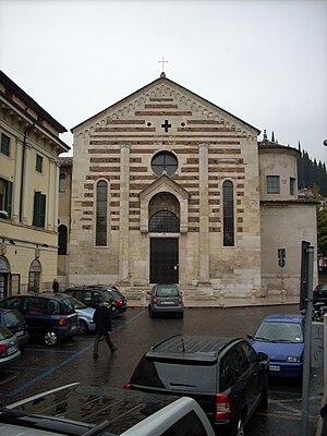 Santo Stefano, Verona - Facade