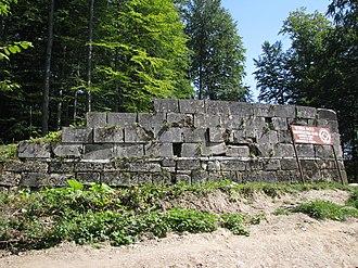 Murus Dacicus - Image: Sarmizegetusa Regia 2011 West Gate and Sign