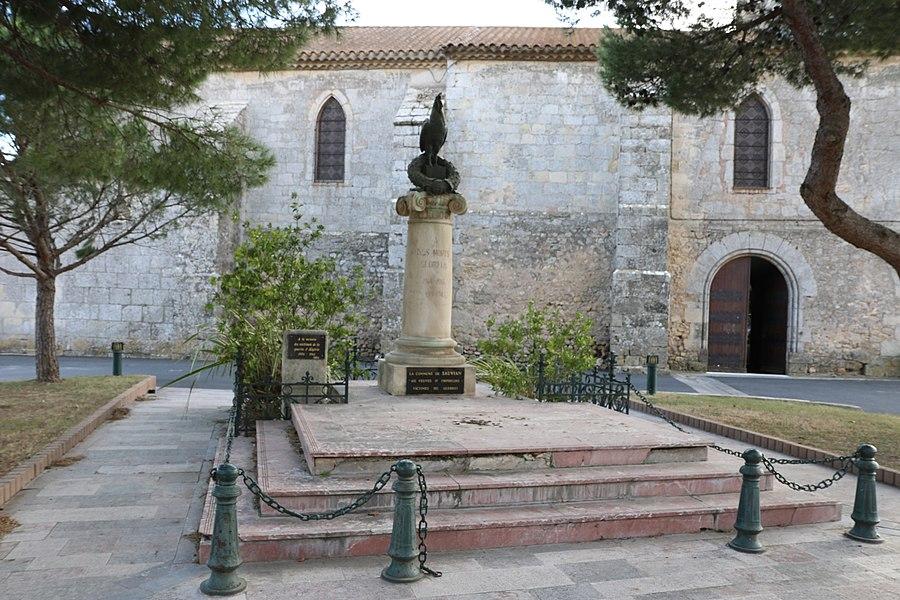 Sauvian (Hérault) - monument aux morts et église Saint-Corneille-et-Saint-Cyprien