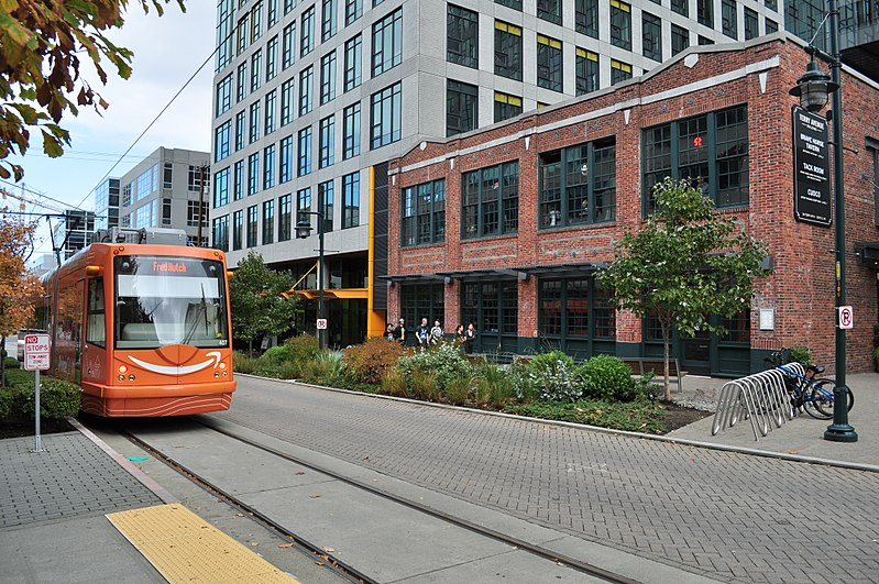 File:Seattle - SLU streetcar on Terry Avenue 02.jpg