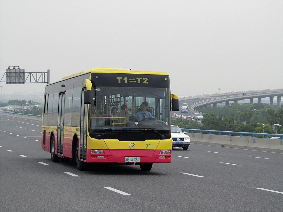 Shanghai Pudong Airport T1-T2bus.JPG