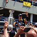 Sidney Crosby and his cup (27596108082) (D).jpg