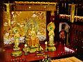 Singapore Buddha Tooth Relic Temple Innen Vordere Gebetshalle 15.jpg