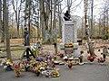Skulte, E. Liepiņa kapa piemineklis 2000-10-21 - panoramio.jpg