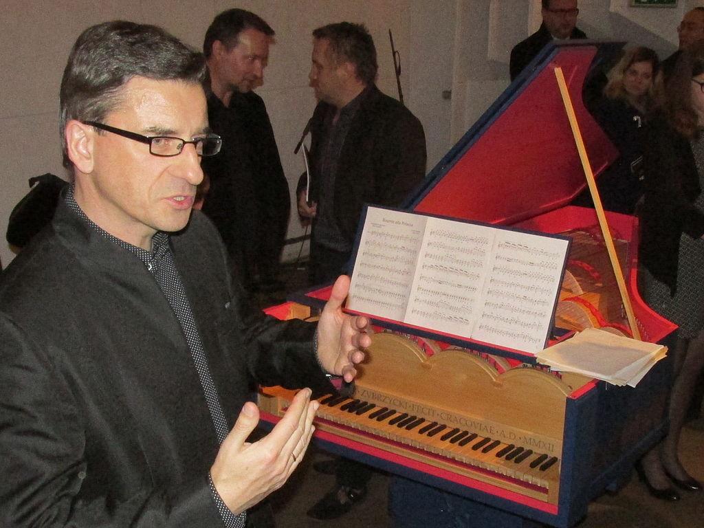 Slawomir Zubrzycki & viola organista