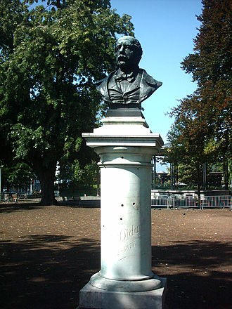François Diday - Monument to François Diday (1885) at the Jardin Anglais in Geneva, by Hugues Bovy (1843-1903).
