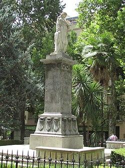 Statue in Plaza de Mariana Pineda, 19 July 2016 (cropped).jpg