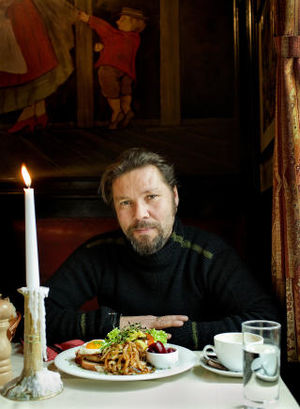Stig Henrik Hoff - Stig Henrik Hoff at a dining table.