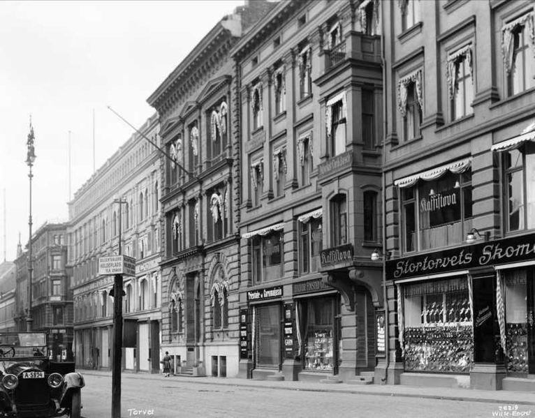 File:Stortorvet 7, Stortorvet 8 med Kaffistova, Karl Johans gate 15, 1926, Anders Beer Wilse, Oslo Museum, OB.Y2962.jpg