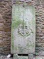 Sylvesterkapelle Grabplatte 03.jpg