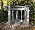Szczecin Cmentarz Centralny lapidarium nagrobek-kolumnada.jpg