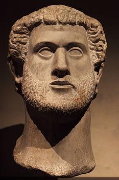 Tête-portrait colossale d'Antonin le Pieux.jpg