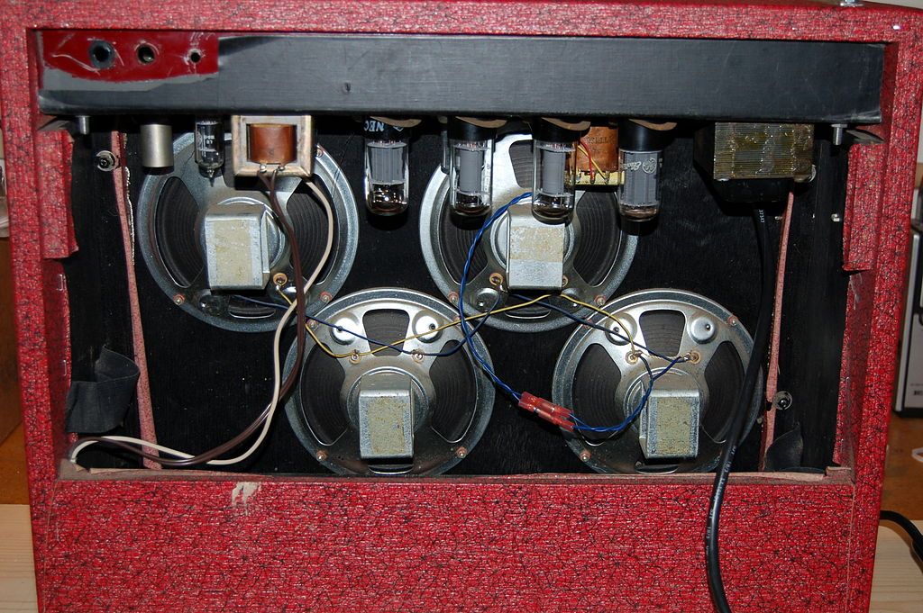 file teisco 74r guitar amp 1960s black on red cover four small speakers 2006 12 14. Black Bedroom Furniture Sets. Home Design Ideas