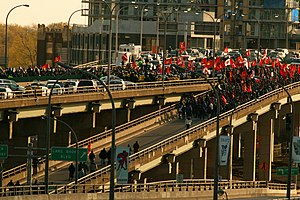 Protests against the Sri Lankan Civil War in Canada - Protesters blocking vehicular traffic on the Gardiner Expressway on 10 May 2009