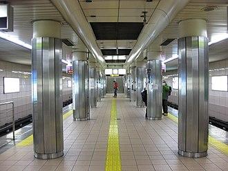 Tanimachi Rokuchōme Station - Image: Tanimachi 6 chome Station Tanimachi line Platform