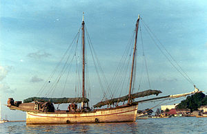 Bedar (ship) - The bedar Dapat unloaded in the estuary of Kuala Terengganu, 1980