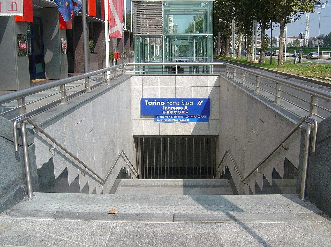 File torino porta susa sotterranea ingresso a - Torino porta susa porta nuova ...